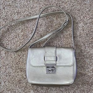 Cross body adjustable kenneth cole reaction purse